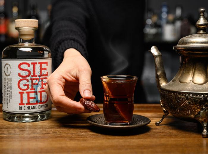 Heißgetränk mit Marrokkanischem Minztee und Siegfried Gin