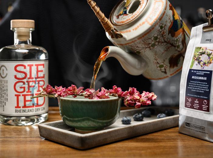 Heißgetränk mit Midsommar Tee und Siegfried Gin