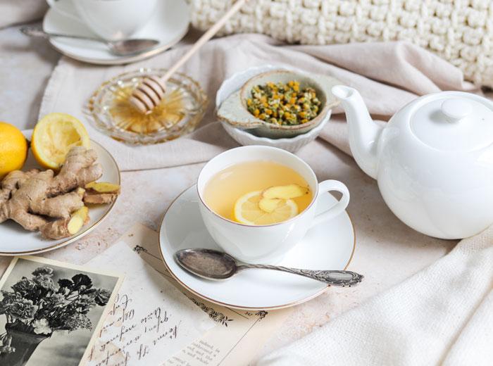 Kamillentee mit Ingwer und Honig